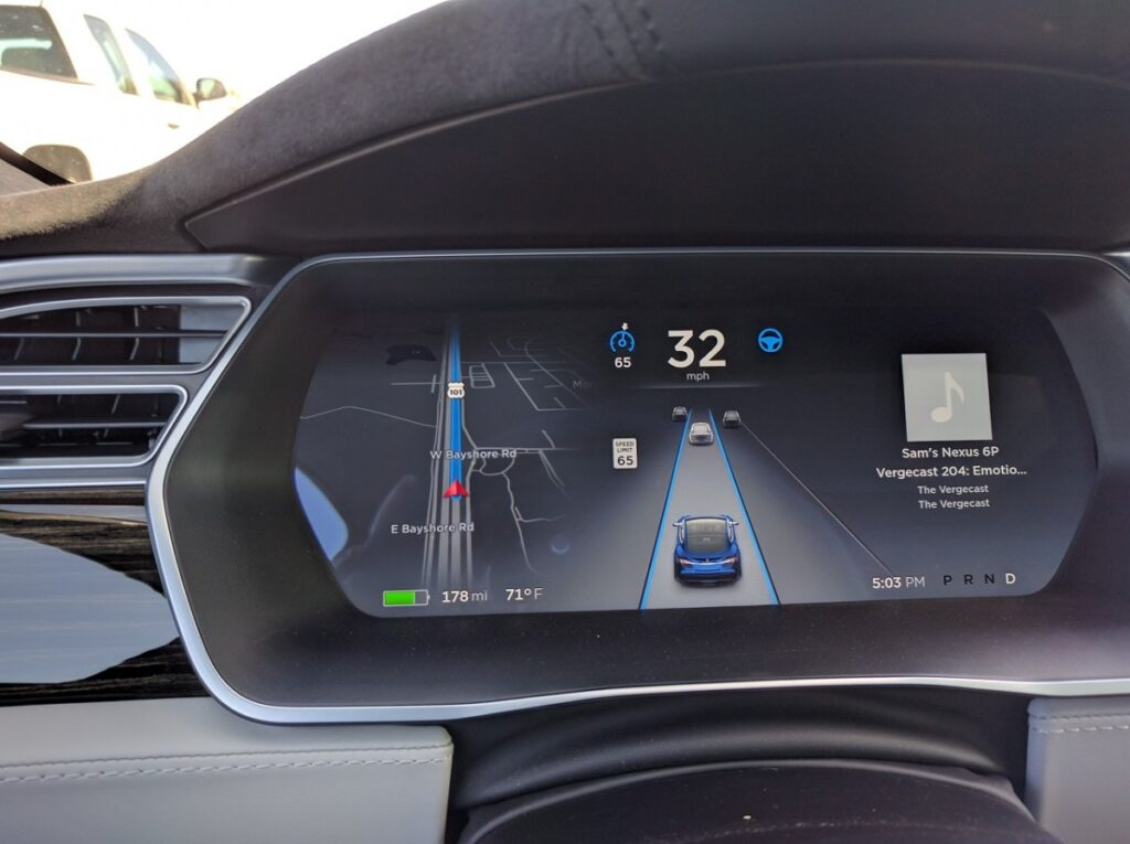 The animation in the instrument cluster shows the detected vehicles moving around you but no pedestrians, cyclists or traffic signals (photo credit: Sam Abuelsamid)