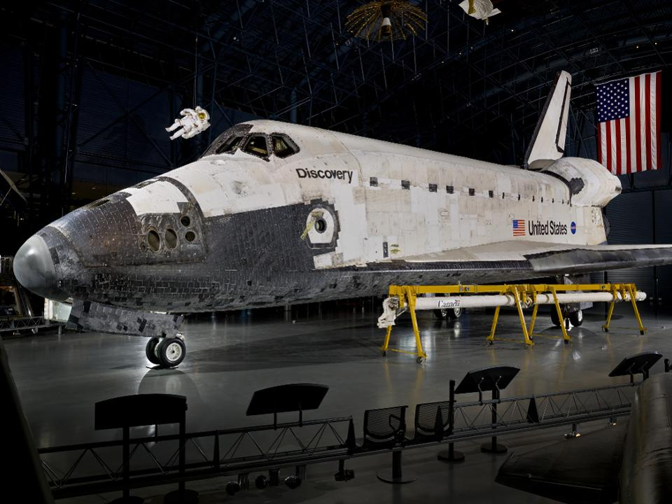 photo of NASA Space Shuttle Discovery (Credit: Smithsonian Digitization Program Office)